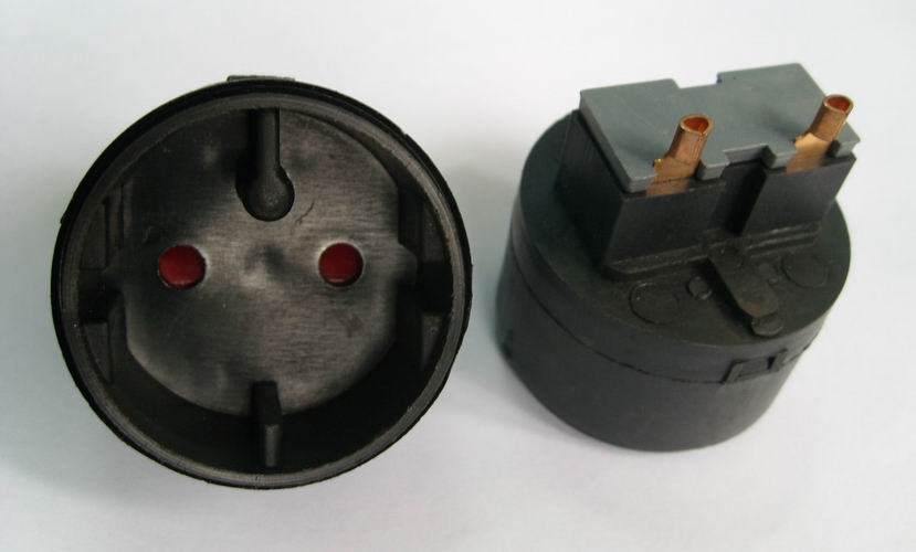Female plug inserts in sockets
