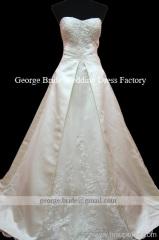 リアルウェディングドレスの写真