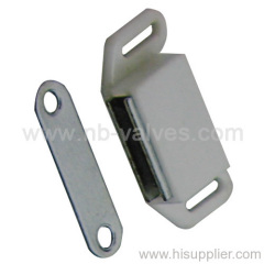 Two holes plate magnetic catch