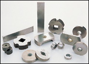 Cast alnico alloy magnets
