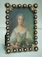 pearl studded photo frame