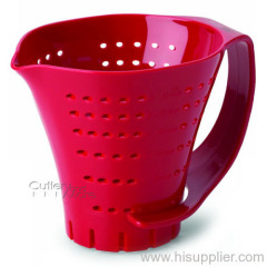 draining measuring colander