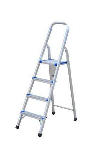 Aluminum step ladder