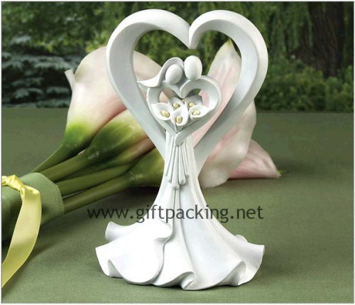 "100% handwork polyresin ""Love's Embrace"" Cake Top"
