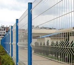Curvy welded fence netting