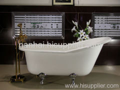 freestanding bath with clawfeet