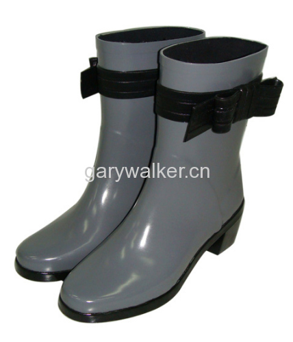 Ladies' fashion boots