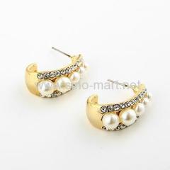 Pearl stud earings