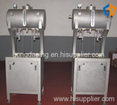 Beer keg filling machine