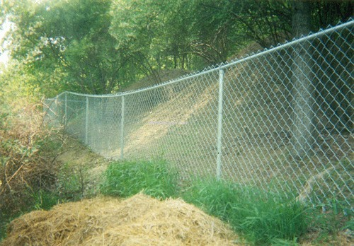 How do you install a chain link fence on a slope area - The QA wiki