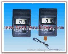 Portable digital display thermometer