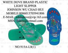 Polyvinyl chloride cellular plastic slippers