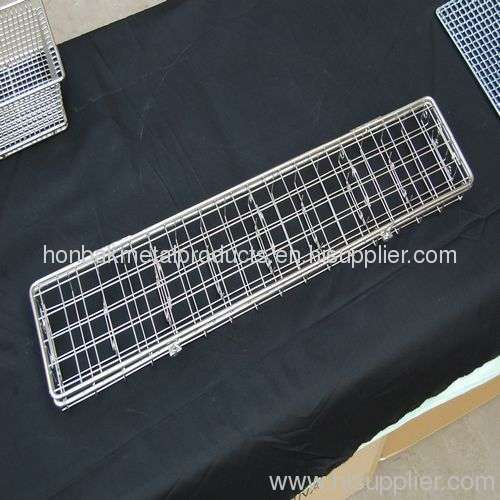 Cleaning wire mesh basket