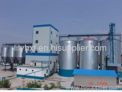 Grain steel silo with conveyor