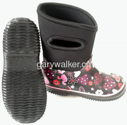 Girl's neoprene boots