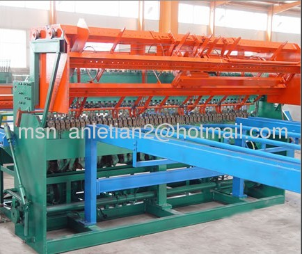 Heavy welded mesh panel welding machine