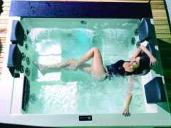 gentle hot tubs ;moderate indoor hot tubs ;courtyard spas