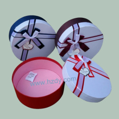 Round paper box for small things carrier