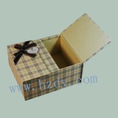 Kraft paperboard box