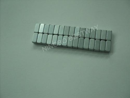 Sintered permanent block magnet