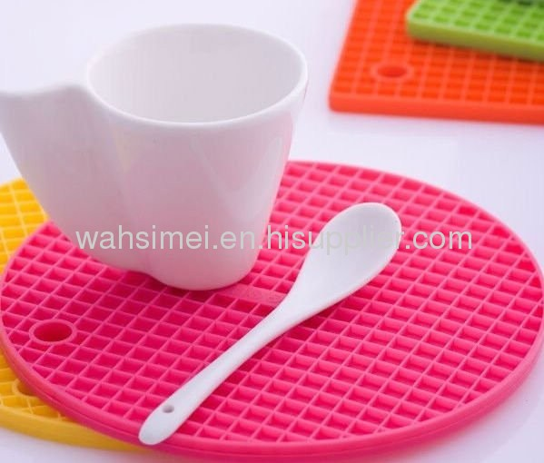 Heat resisting silicone kitchen pad