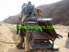 Pulsating sluice box vibrating sluice for gold