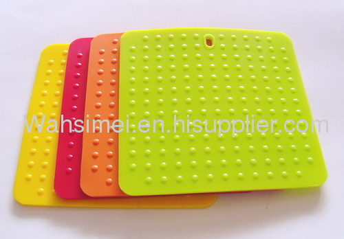 Customized shape heat resistant silicon mats