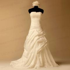Sedoso tafetán recoge vestidos de novia con apliques de cuentas
