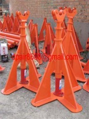 Hydraulic lifting jacks for cable drums