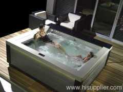 Indoor or outdoor spa jacuzzi