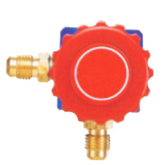 Single valve manifold without gauge refrigeration