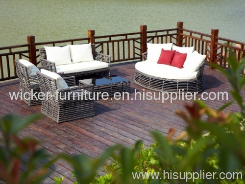 New round wicker Lc4 Chaise Lounge Chair
