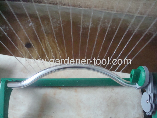 16/18-hole oscillating sprinkler with plastic base