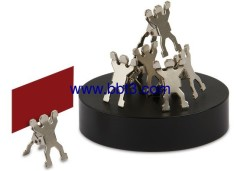 Promotional magnet base with 8pc metal man-shape clip
