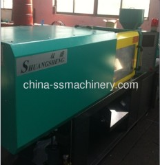Small and precise plastic injection molding machine
