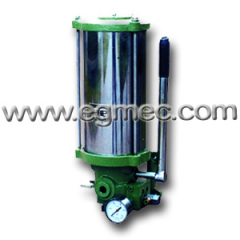 Lubricating manual grease pump