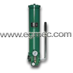 Lubricating hand grease pump
