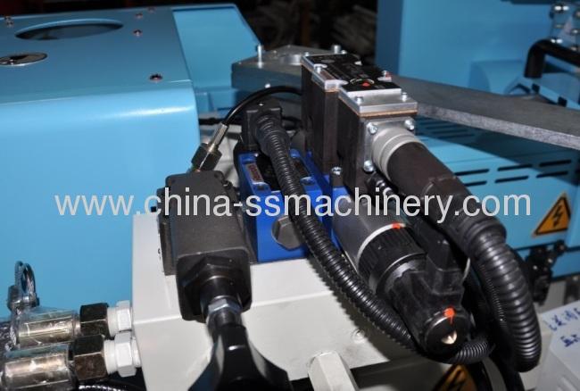 Fast speed energy saving plastic machine