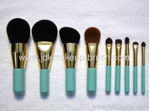 Makeup Brush With Short Handle