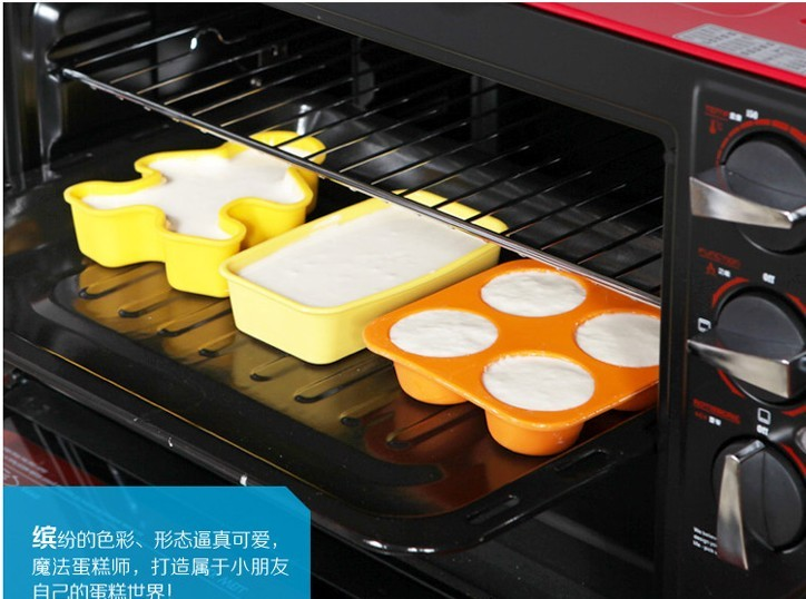Direct Manufactures offer the Silicone cake mould in daily use