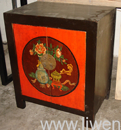 Classical painted night table with 2-door