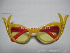 2013 cheap yellow plastic party glasses