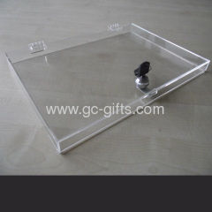 Middle sized lockable clear acrylic box