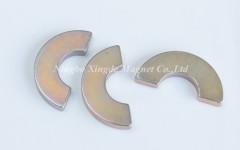 Permanent half ring magnets