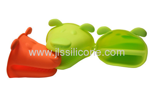 Dog shaped silicone bakeware oven mitt