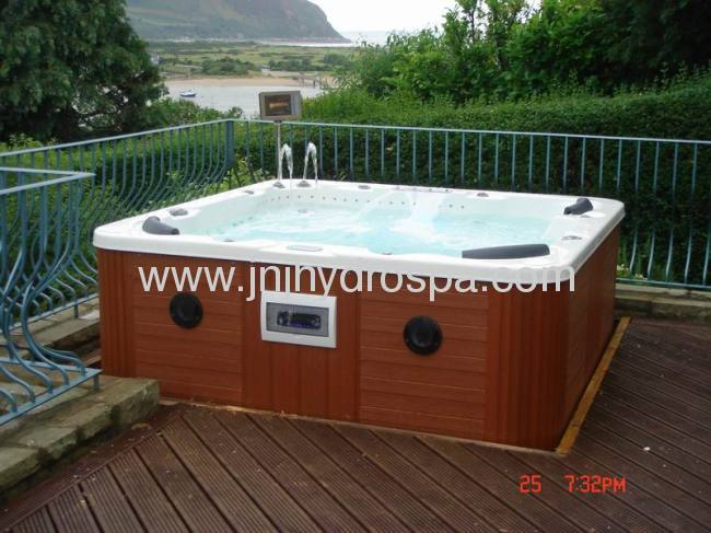 6 persons outdoor Jacuzzi