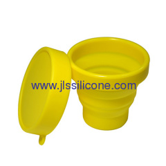 Collapsible silicone rubber cup with lid