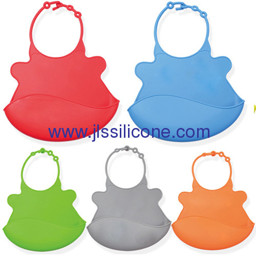 Love silicone baby bibs with cartoon design