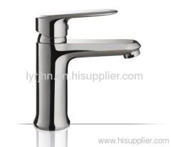 Single handle basin faucet