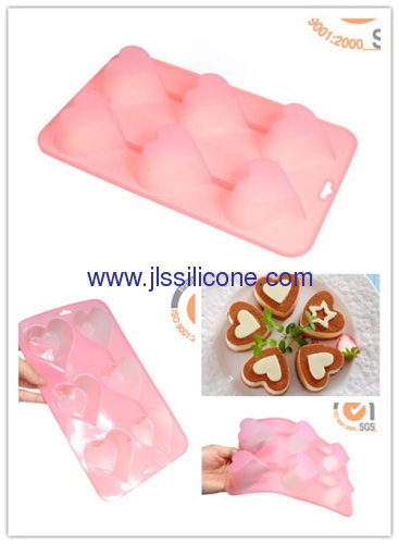 Heart shaped silicone bakeware with 4 cavities for cake or muffin